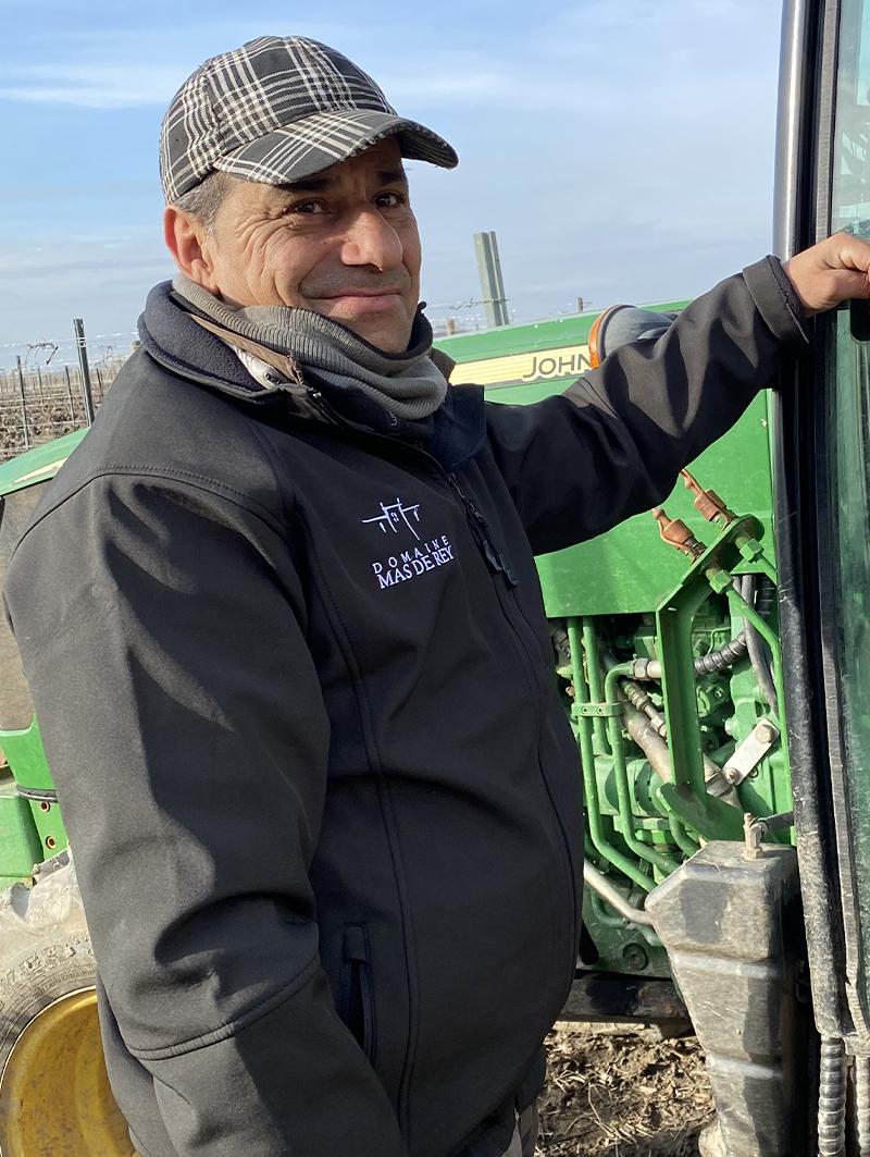 Photo d'Arthur tractoriste du Domaine de Mas de Rey