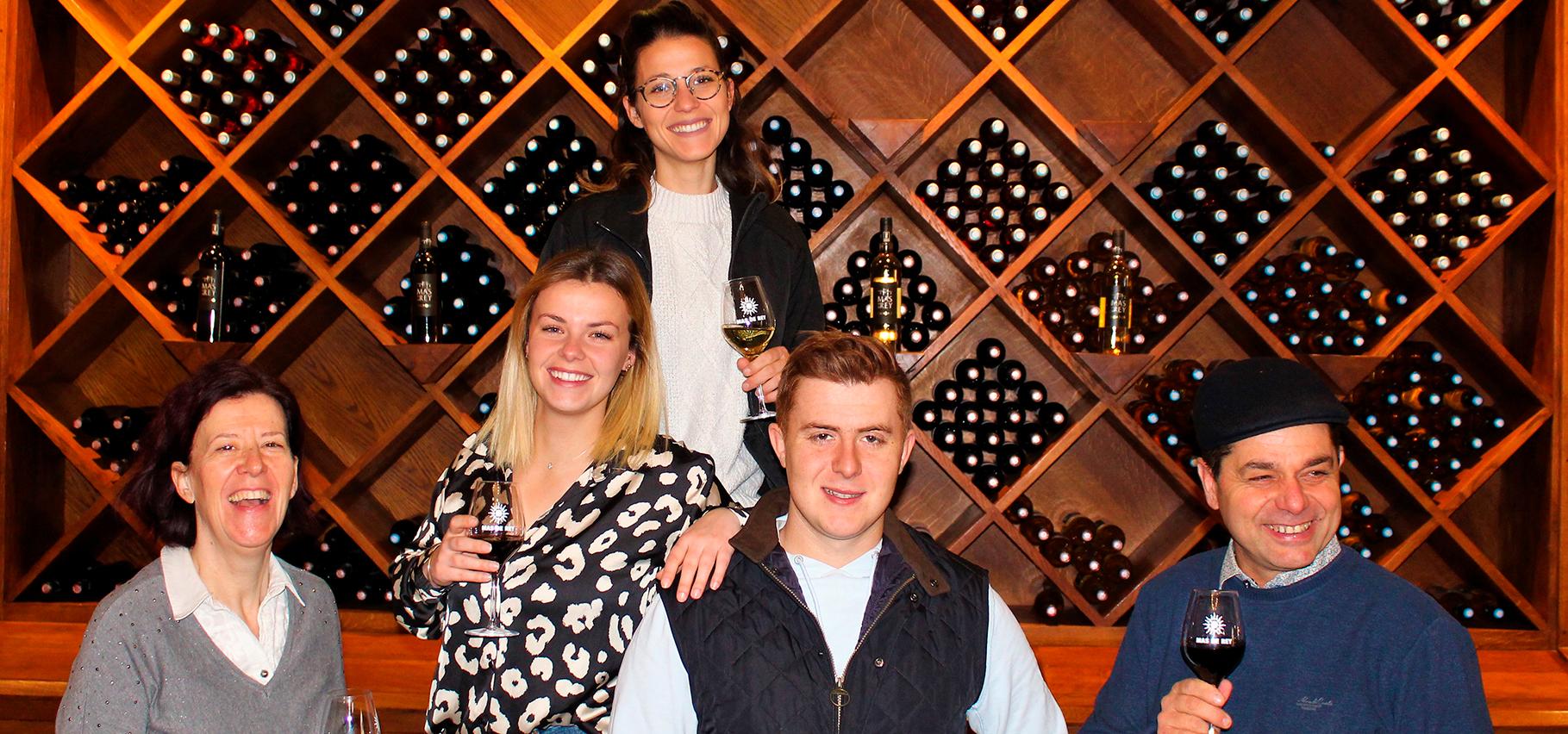 Photo de la famille Cornille : Cathy Didier Marion Amandine Justin Cornille