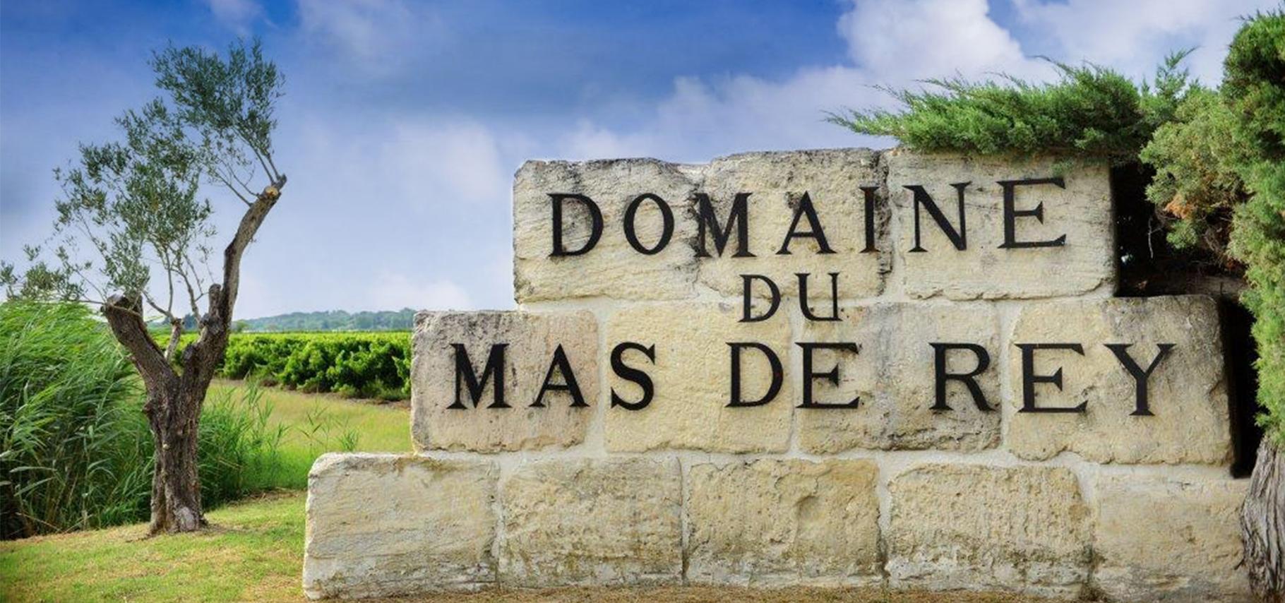 Pierres à l'entrée du Domaine du Mas de Rey